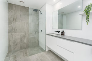 La douche italienne pourquoi opter pour son installation Prix salle de bain italienne